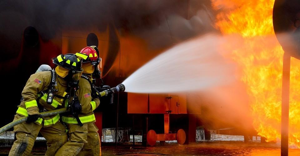5 jenis penyebab kebakaran dan alat pemadam api yang tepat 01501597180 - Jenis Kebakaran Kelas A B C D
