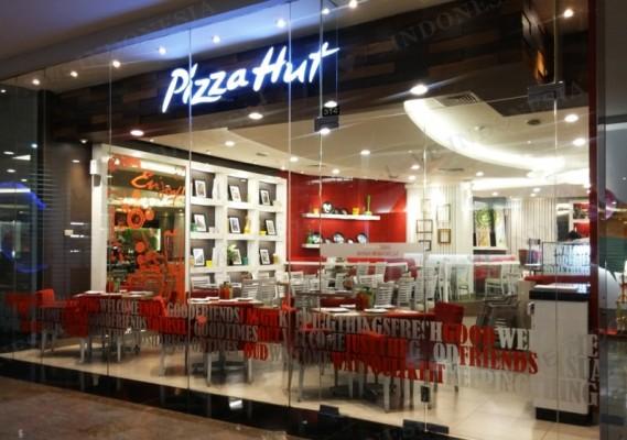 Restoran Pizza Hut saat ini selain menyediakan menu pizza, juga menyediakan menu pasta, nasi ...