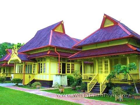 Istana Alwatzikhoebillah Kesultanan Sambas