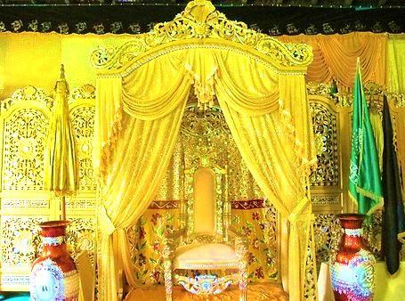 Afbeeldingsresultaat voor singgasana kerajaan landak